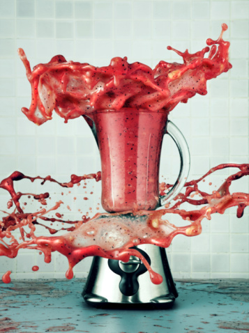 Digital Composite「Smoothie in a blender explodes out」:スマホ壁紙(14)