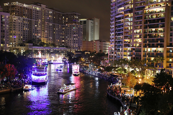 Fort Lauderdale「Annual Christmas Parade Of Boats Floats In Fort Lauderdale」:写真・画像(3)[壁紙.com]