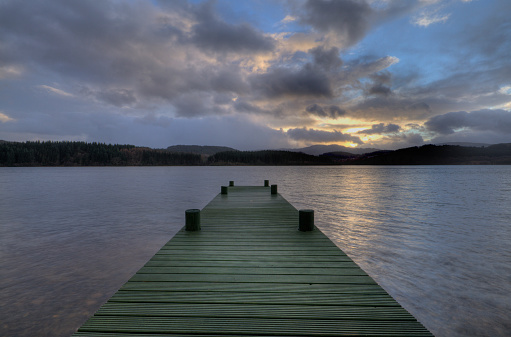 Bollard「Tranquil jetty Scottish loch dramatic sky」:スマホ壁紙(8)