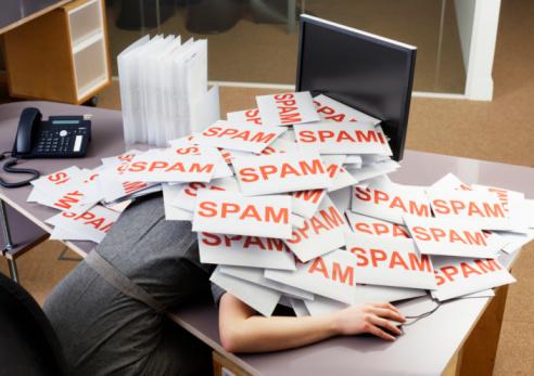女「Young businesswoman at office desk with pile of spam envelopes」:スマホ壁紙(2)