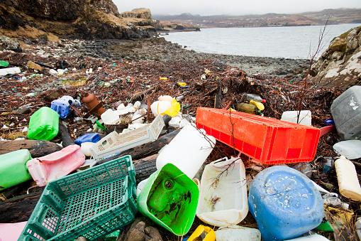 Rainbow「Plastic debris washed ashore at Ardtreck Bay on the Isle of Skye, Scotland, UK.」:スマホ壁紙(19)