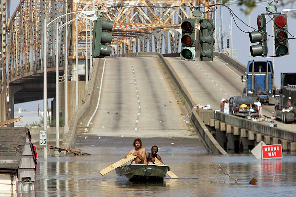 Rowboat「Hurricane Katrina Hits Gulf Coast」:写真・画像(18)[壁紙.com]