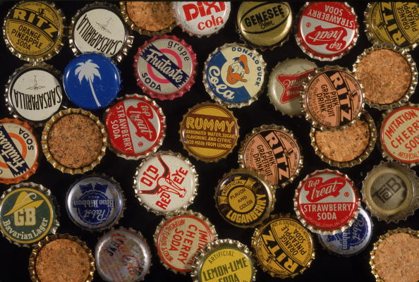 Juice - Drink「Assorted Antique Bottle Caps」:写真・画像(19)[壁紙.com]