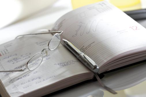カレンダー「Notebook, eyeglasses and pen, close-up」:スマホ壁紙(12)