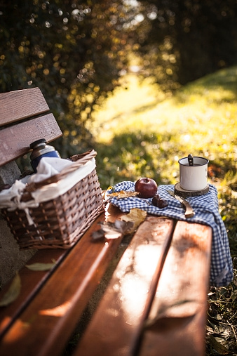 Picnic「Coffee, apple, picnic basket and autumn leaves on wooden bench」:スマホ壁紙(14)