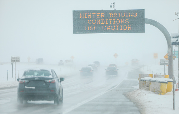 Snow「Late November Storm System In Denver Area Brings Snow And Snarls Air Traffic Ahead Of Busy Holiday Travel Days」:写真・画像(1)[壁紙.com]