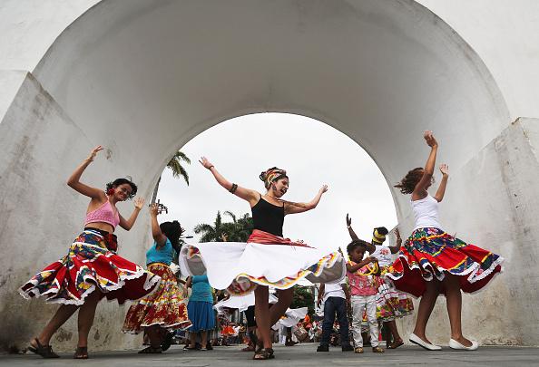 ラテンアメリカ「Rio De Janeiro Musicians Begin Pre-Carnival Street Practice」:写真・画像(6)[壁紙.com]