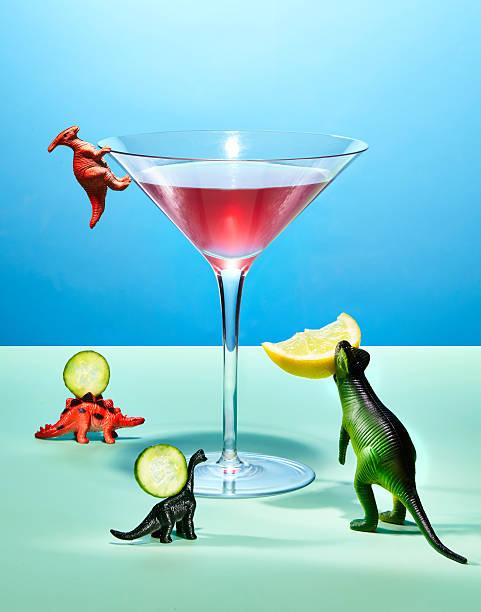 Toy Dinosaurs Preparing a Cocktail:スマホ壁紙(壁紙.com)