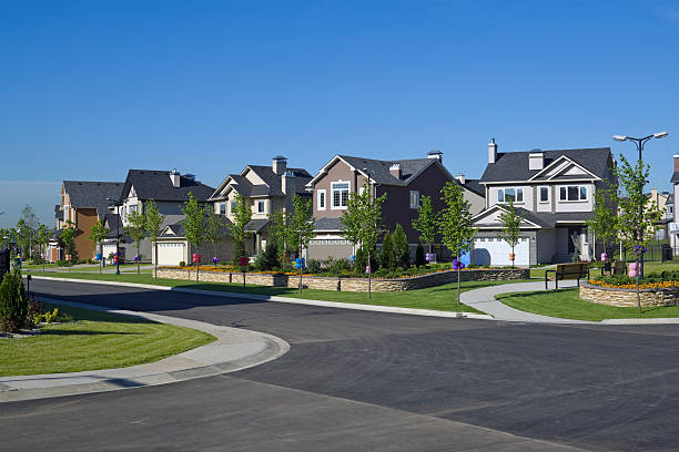 Few suburban houses.:スマホ壁紙(壁紙.com)