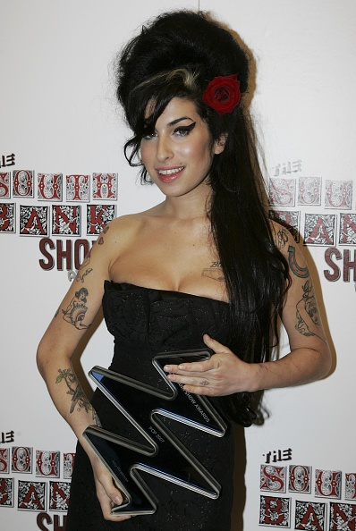 Amy Winehouse「South Bank Show Awards - Awards Room」:写真・画像(7)[壁紙.com]