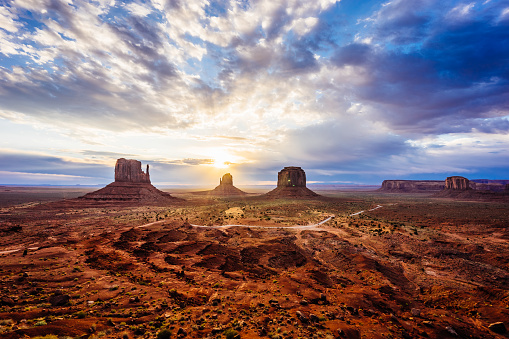 Southwest USA「Sunrise in Monument Valley」:スマホ壁紙(7)