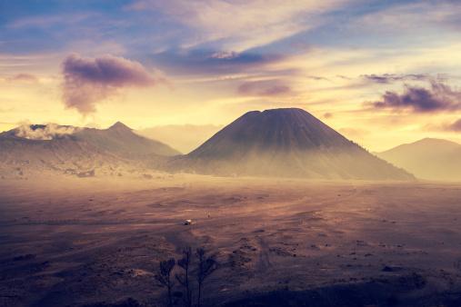 Active Volcano「Sunrise in Bromo Tengger Semeru National Park, Indonesia」:スマホ壁紙(19)