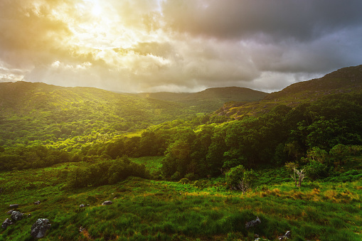 Dramatic Landscape「Sunrise in mountains, Ring of Kerry, County Kerry, Ireland」:スマホ壁紙(13)