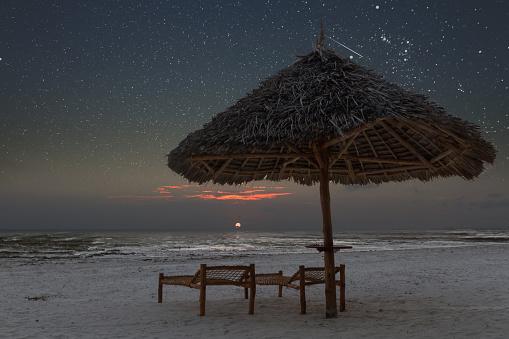 星空「Sunrise in tropical beach of Zanzibar with starry sky」:スマホ壁紙(7)