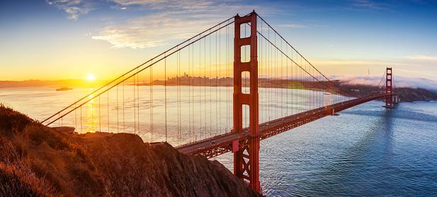 Pacific Ocean「sunrise in Golden Gate bridge, San Francisco, California. USA」:スマホ壁紙(6)