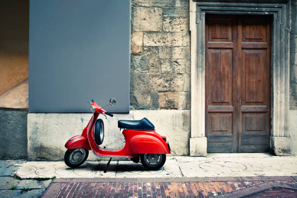 Italian vintage red scooter in front of a house:スマホ壁紙(壁紙.com)