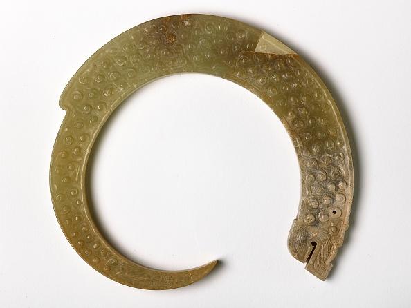 Pendant「Pendant In The Form Of A Curling Dragon」:写真・画像(4)[壁紙.com]
