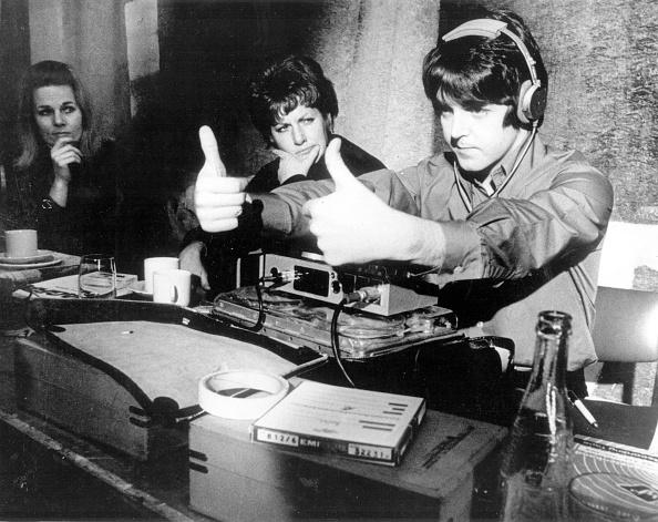 Studio - Workplace「Thumbs Up McCartney」:写真・画像(3)[壁紙.com]