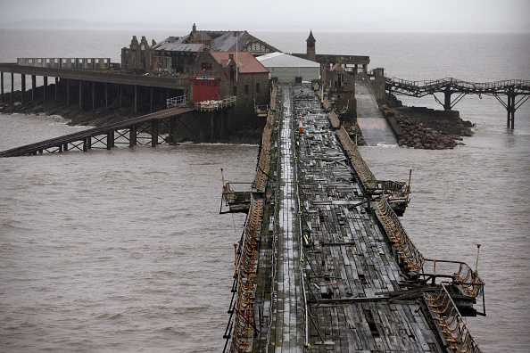 Weston-super-Mare「Weston-super-Mare's Derelict Birnbeck Pier To Be On The Verge Of Collapsing」:写真・画像(13)[壁紙.com]