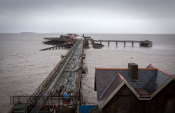 Weston-super-Mare「Weston-super-Mare's Derelict Birnbeck Pier To Be On The Verge Of Collapsing」:写真・画像(17)[壁紙.com]