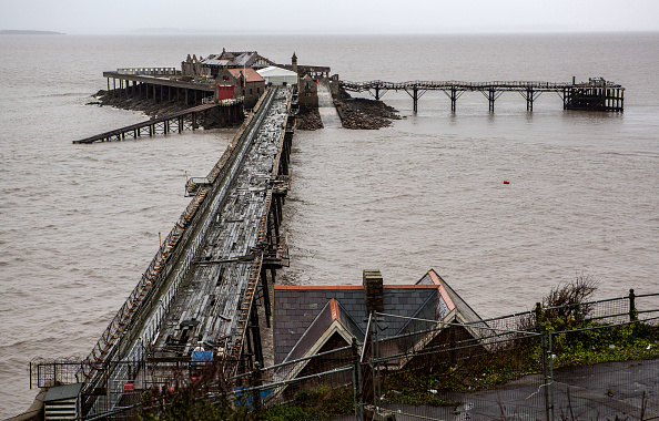 Weston-super-Mare「Weston-super-Mare's Derelict Birnbeck Pier To Be On The Verge Of Collapsing」:写真・画像(15)[壁紙.com]
