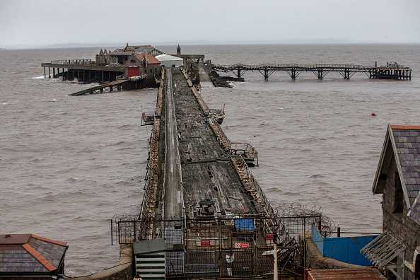 Weston-super-Mare「Weston-super-Mare's Derelict Birnbeck Pier To Be On The Verge Of Collapsing」:写真・画像(16)[壁紙.com]