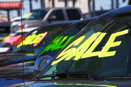 Car Dealership「Cars with Sale on windshields」:スマホ壁紙(14)