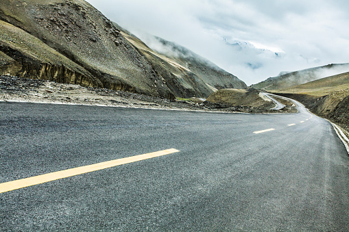 Dividing Line - Road Marking「Road and mountains in Tibet, China」:スマホ壁紙(6)