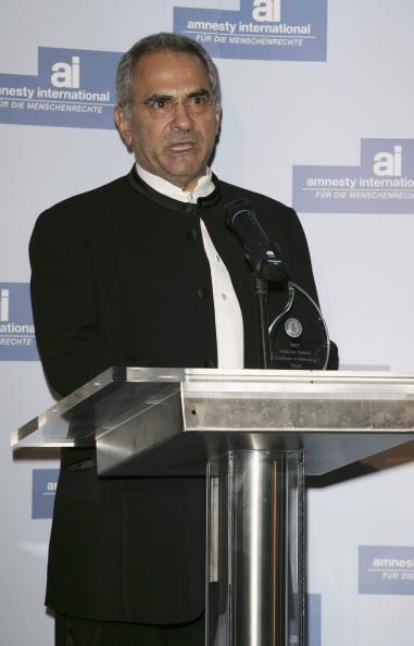 Jose Lopez「Berlinale - Jennifer Lopez Receives 'Artists For Amnesty' Award」:写真・画像(6)[壁紙.com]