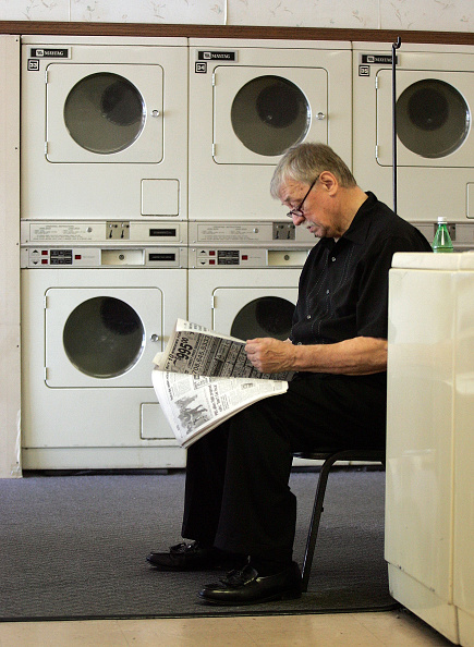 Laundromat「Maytag Considers Buyout Offer」:写真・画像(19)[壁紙.com]