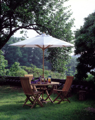 Ice Tea「Outdoor furniture with umbrella on lawn in yard」:スマホ壁紙(4)