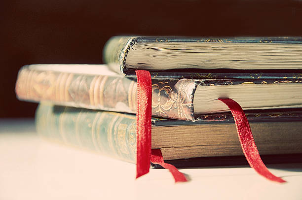Stack of books:スマホ壁紙(壁紙.com)
