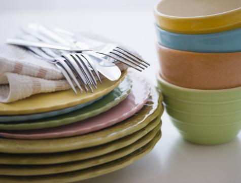 カラフル「Stack of bowls and plates」:スマホ壁紙(14)