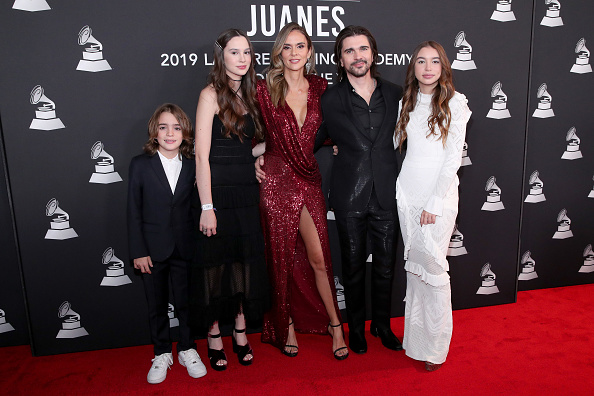 Five People「The Latin Recording Academy's 2019 Person Of The Year Gala Honoring Juanes - Arrivals」:写真・画像(10)[壁紙.com]