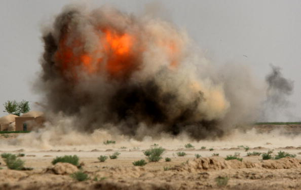 Exploding「U.S. Marines On Operations In Remote Southwest Afghanistan」:写真・画像(3)[壁紙.com]