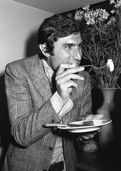Fork「Actor Lando Buzzanca plays and eats Italian food, Italy 1970」:写真・画像(11)[壁紙.com]