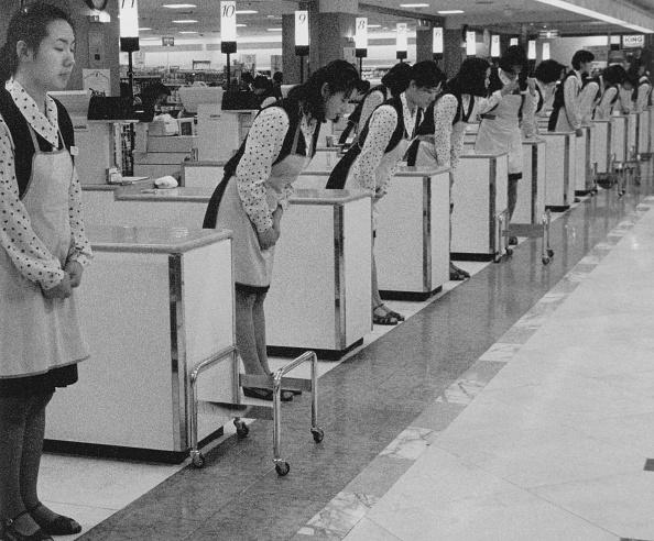 People In A Row「Hyundai Supermarket」:写真・画像(18)[壁紙.com]