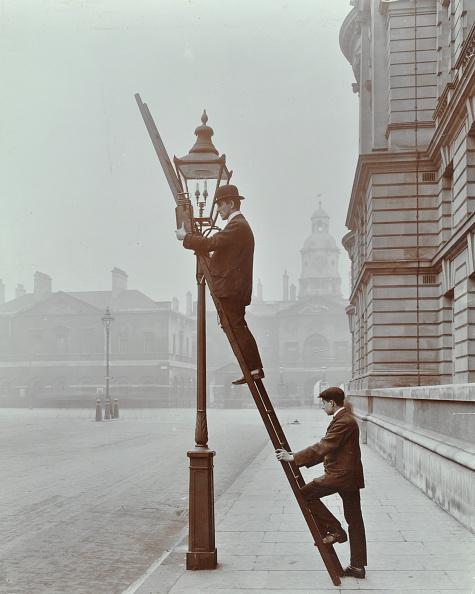 Street Light「Testing Gas Pressure In Street Lighting, Westminster, London, 1910」:写真・画像(11)[壁紙.com]