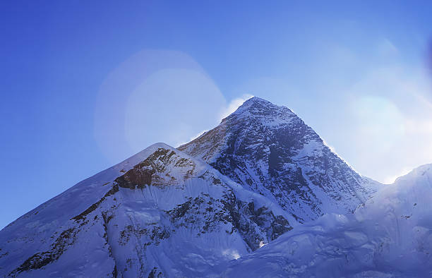 Everest with Lhola in the foreground, Nepal:スマホ壁紙(壁紙.com)