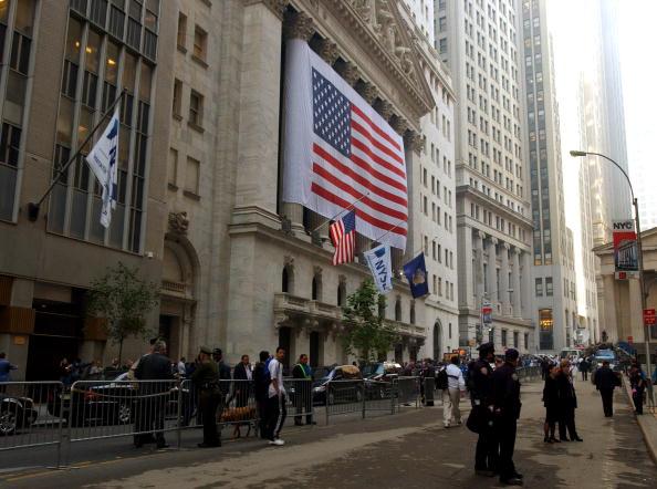 Chris Hondros「Wall Street Re-Opens After Terrorist Attack」:写真・画像(19)[壁紙.com]