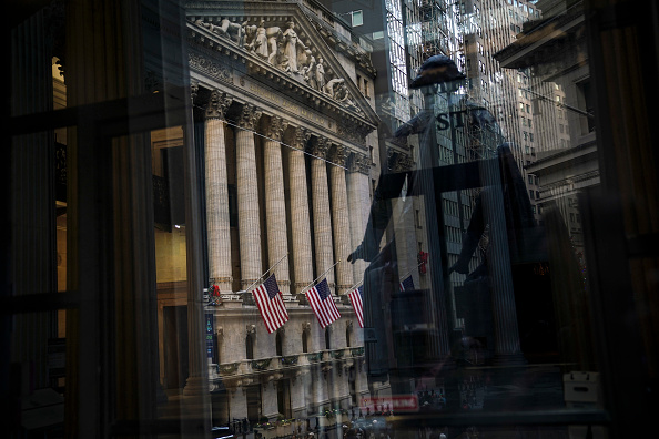 Drew Angerer「One Day After Record Gains, Markets Return To Familiar Volatility」:写真・画像(8)[壁紙.com]