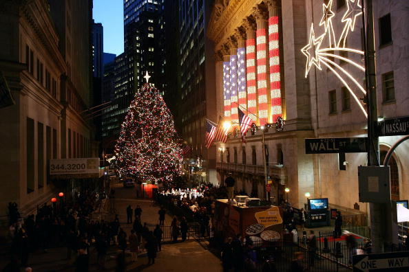 Christmas Decoration「New York Stock Exchange Hosts 81st Annual Christmas Tree Lighting」:写真・画像(18)[壁紙.com]