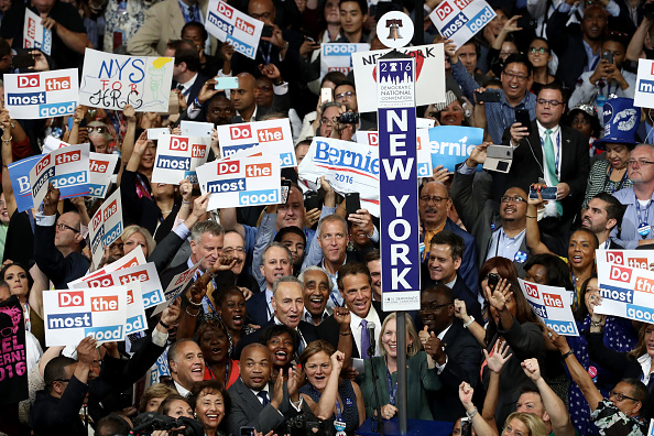 Large Group Of People「Democratic National Convention: Day Two」:写真・画像(11)[壁紙.com]