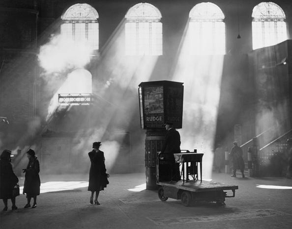 Railroad Station「Station Sunlight」:写真・画像(5)[壁紙.com]