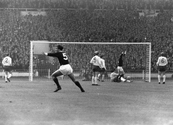 Scotland「Denis Law Scores」:写真・画像(8)[壁紙.com]
