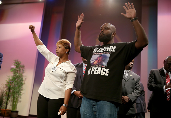 Parent「Outrage In Missouri Town After Police Shooting Of 18-Yr-Old Man」:写真・画像(9)[壁紙.com]