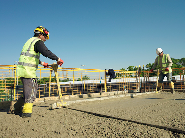 Sunny「Men levelling concrete」:写真・画像(18)[壁紙.com]