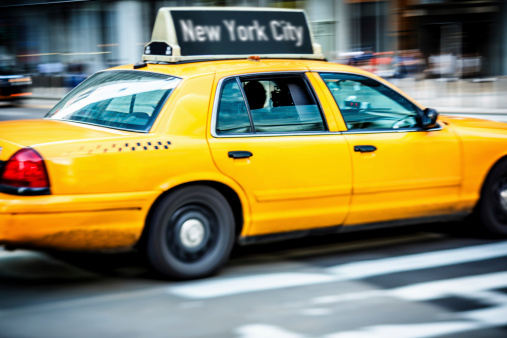 Unrecognizable Person「Taxi on street of New York City」:スマホ壁紙(13)