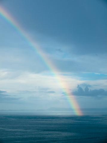 虹「Southern Italy, Amalfi Coast, Piano di Sorrento, View of beautiful rainbow in sea at dawn」:スマホ壁紙(3)
