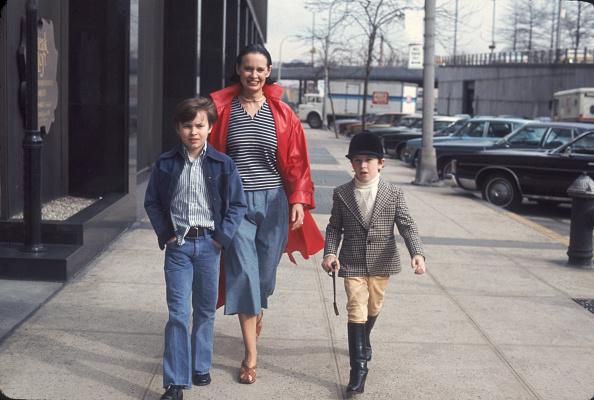 子供「Gloria Vanderbilt & Sons In New York」:写真・画像(1)[壁紙.com]